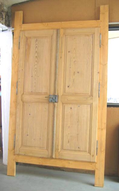 Fabrication et restauration de meubles for Porte placard en bois